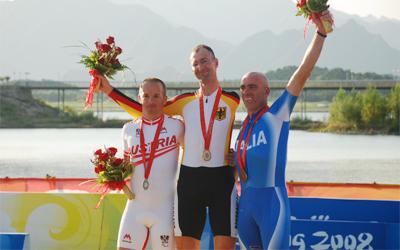Das Podium des Paralympischen Zeitfahrens in Peking 2008